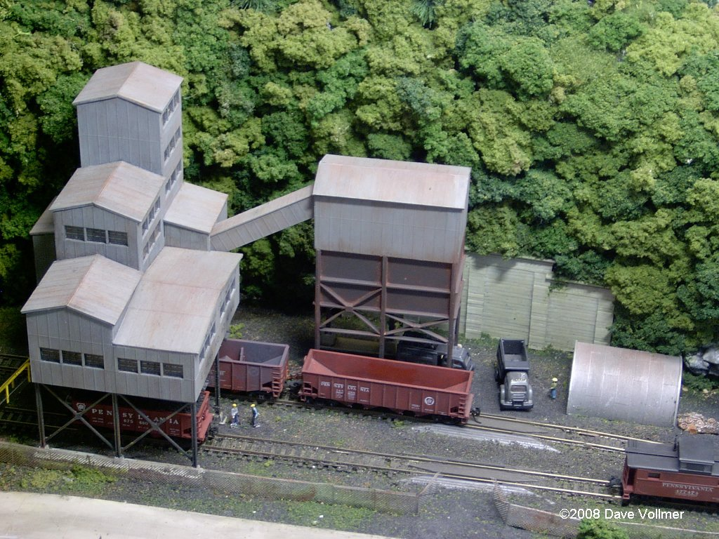 N Scale Coal Mine http://www.thevollmerfamily.com/Pennsy/tour/index.html